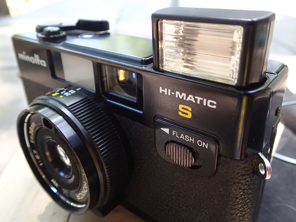 Minolta Hi-Matic S -- flash up