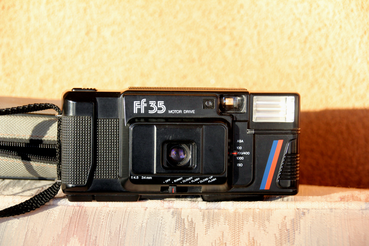 Boxy little 80s point-and-shoot
